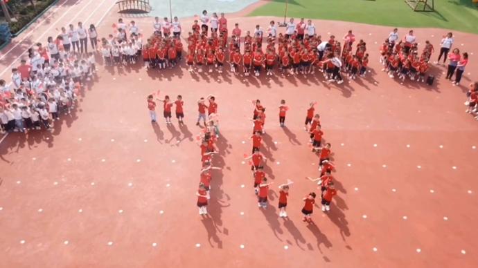 果然视频|温暖告白!天桥区幼教中心实验幼儿园《我和我的祖国》
