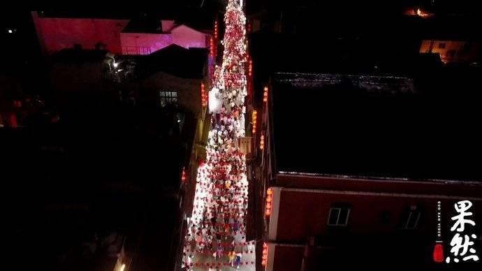 果然视频 航拍国庆长假里的芙蓉街夜景,景象与众不同