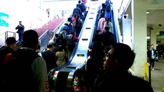 果然视频|国庆假期近尾声,济南火车站迎来返城客流高峰