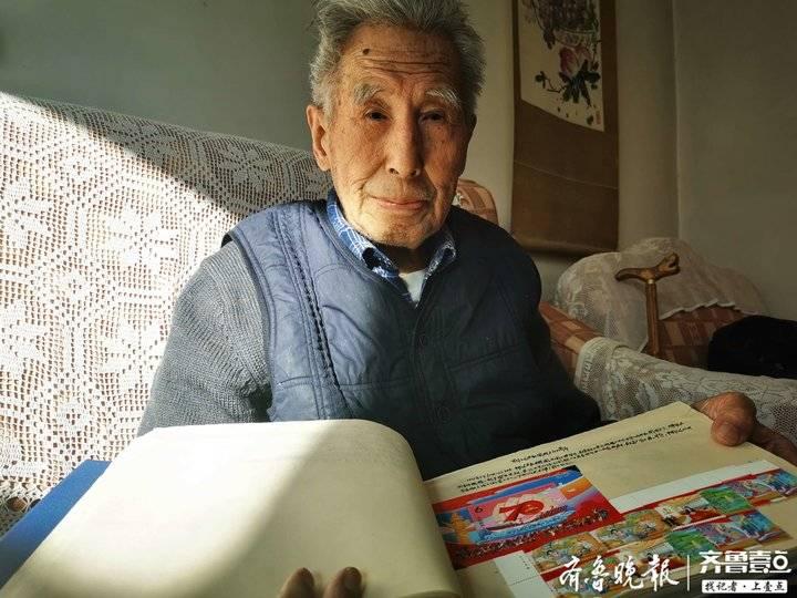 """济南95岁""""邮痴""""老人:近600本《集邮》杂志想找个托管人"""