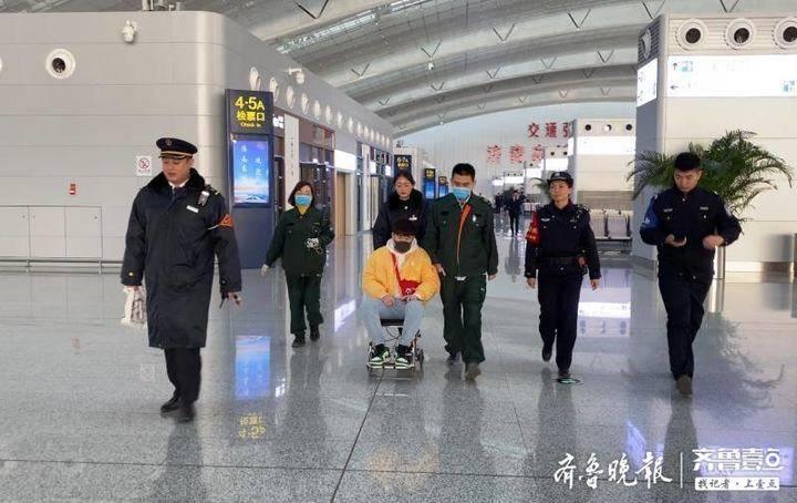 旅客高铁突发急病,济南东站争分夺秒紧急救助
