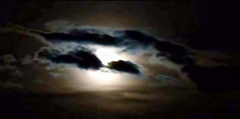 轻音乐:月亮代表我的心