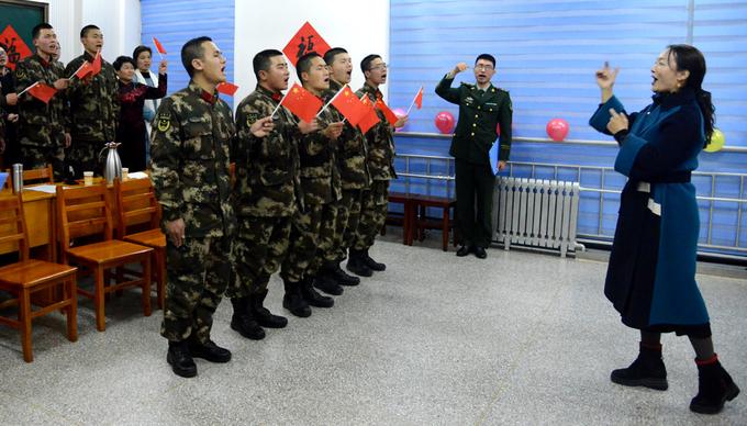奎华播报:茌平区文化志愿者走进军营合唱《我和我的祖国》  指挥:李海燕