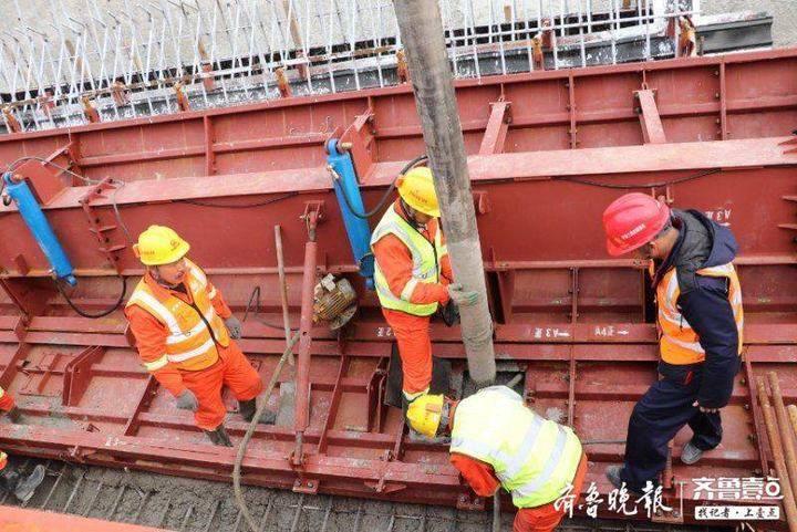 新春走基层丨为保工期多人留守,济莱高铁建设者和家人工地上过年