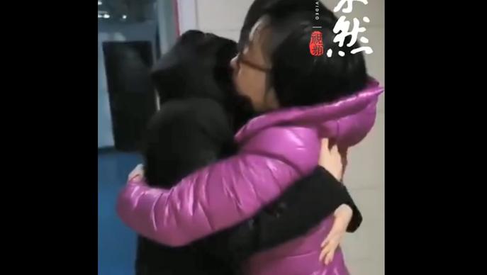 果然视频|临别一抱,山大二院医生张鲁赶赴武汉前与妻子道别