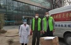 捐送物资后留在武汉帮忙,这俩山东大汉获天天正能量战疫英雄奖