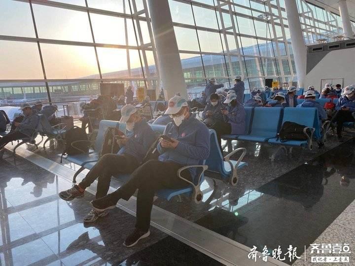 我们是钢   山东第12批援助湖北医疗队抵达武汉