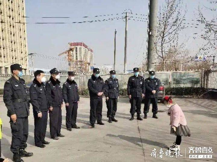 暖!济南6岁女孩压岁钱买礼物,一首《谢谢您》送给一线民警