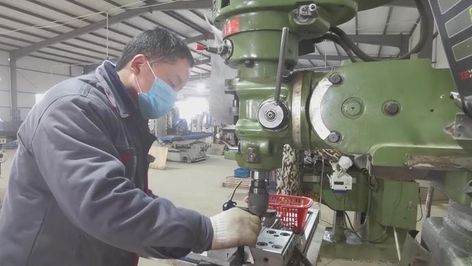 山东菏泽牡丹区:一乡镇企业24小时不间断生产,为武汉护航