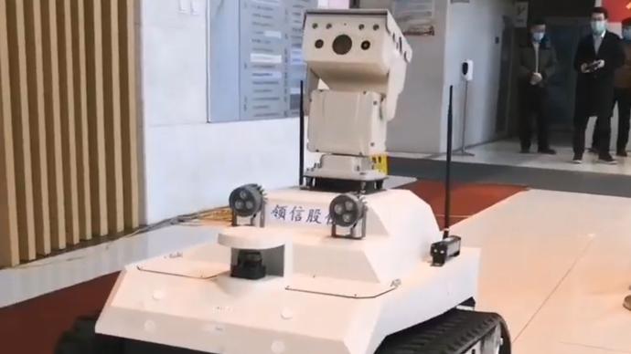 果然视频|硬核!这一智能防疫机器人能同时为30人测温