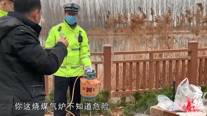 果然视频|交警巡逻:为了吃上热饭,有司机在服务区用煤气罐煮面