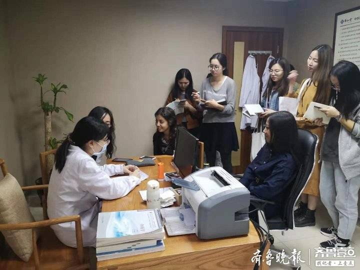 """参译新冠肺炎预防手册,石大女教授与疫情展开""""笔尖上""""的较量"""