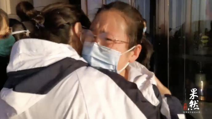 果然视频|第二批返鲁医疗队:看到医院来的亲人,哭的眼镜都花了