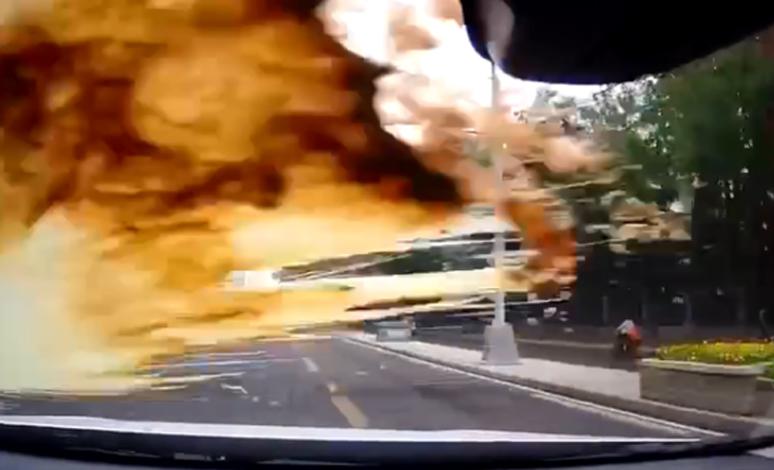 行驶中往后车挡风玻璃上泼奶茶! 还频繁别车,这个车主惹众怒