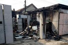 情报站|济南泺南新村一平房着火冒起浓烟,消防赶到及时扑灭