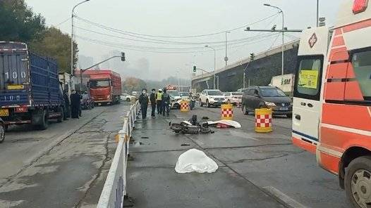 果然视频|突发!二环北路发生车祸,一男一女死亡