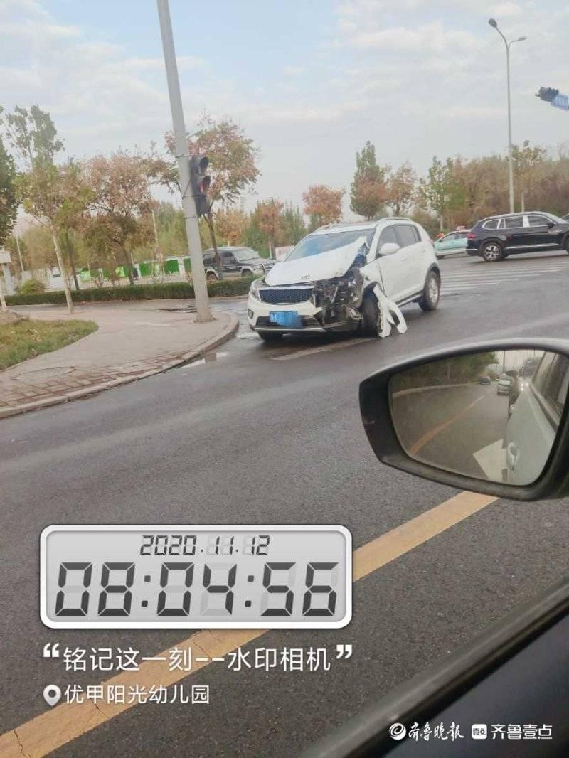 情报站|济南开源路发生一起交通事故,私家车车头受损严重