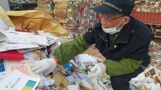 果然视频丨76岁老人废品回收站挑书捐建爱心图书室