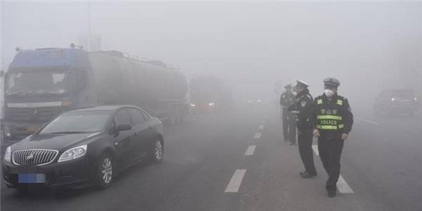 直击·大雾橙色预警丨济南高速辖区部分收费站间隔放行!预警继续发布