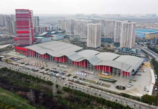 嗷夜|从3家到32家,武汉方舱医院床位将达3万张
