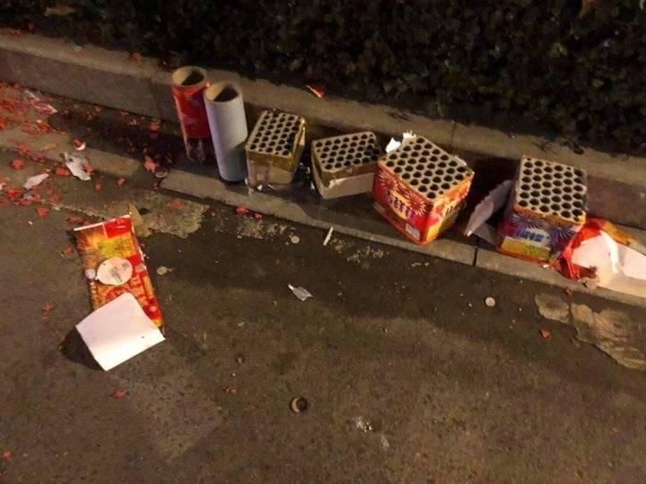 寿光街头,两名男子因违规燃放烟花爆竹被行政处罚