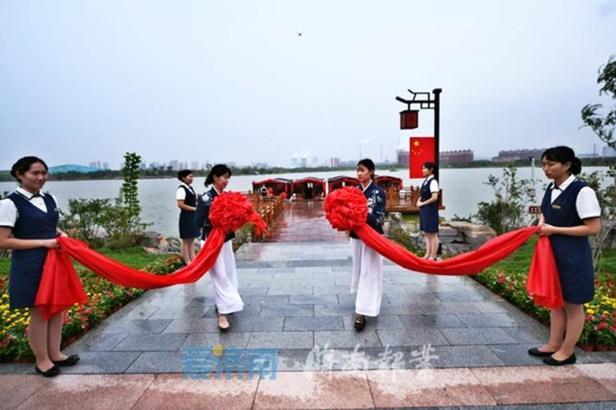 备受关注的济南华山湖今天(9月11日)举行游船首航仪式。