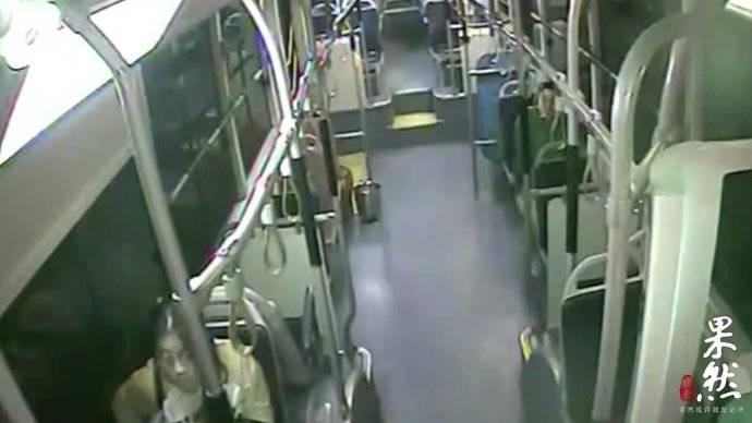 果然视频 女学生坐公交睡过站,济南公交驾驶员开私家车送其回校