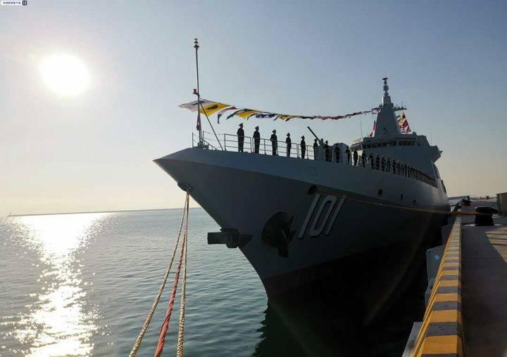 海军055型万吨级驱逐舰南昌舰在w88官方网页版青岛正式入列