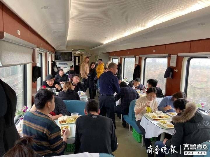 从绿皮车到直达快车,济南至新疆段15年老乘务员谈变化