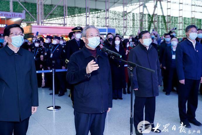 w88官方网页版第八批援助湖北医疗队出征,刘家义到机场送行