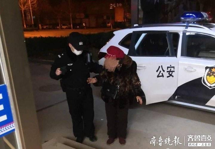 济南七旬老人迷路,民警将老人安全送回家中