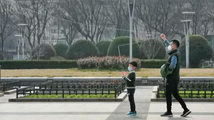 果然龙8|春色好天气!济南泉城广场各式各样风筝忙