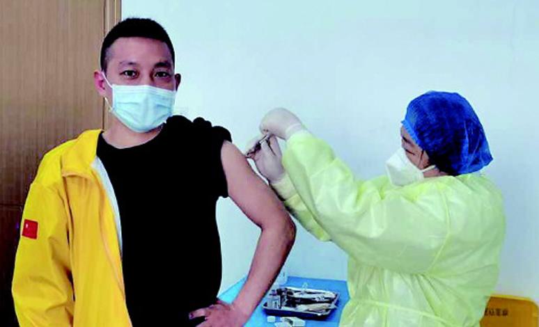 从接送患者到接种疫苗,90后湖北小伙的两段志愿者经历