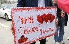 """""""孙悦,嫁给我吧!""""山东医疗队员凯旋,护士男友现场求婚!"""