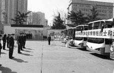 哀悼抗疫烈士,青岛公交打造纪念车厢