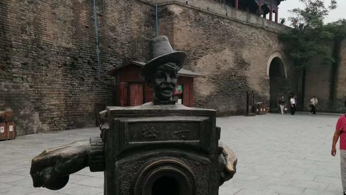 朋友们,走南闯北,看这个瓮城东门是哪里?