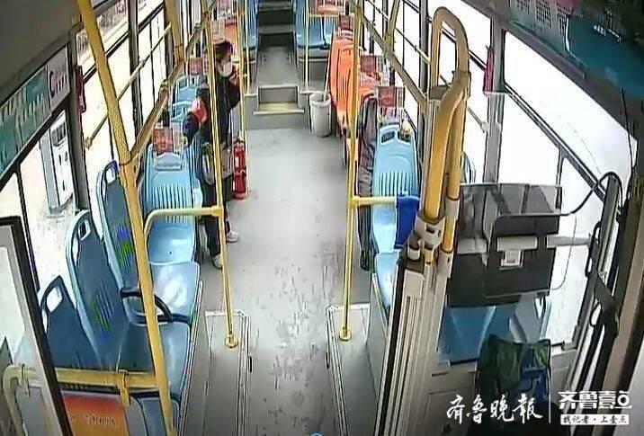 八旬老人刚搬新家,公交车上打了个盹醒来记不清地址了