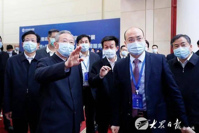 刘家义李干杰观看山东省互联网医保大健康服务平台功能展区