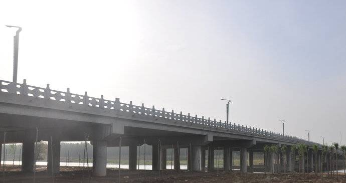 这是禹城的百年铁路老桥,曾是贯穿南北的交通大枢纽!