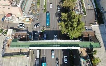 济南印象城过街天桥主体完工,投入使用后行人过街难将缓解