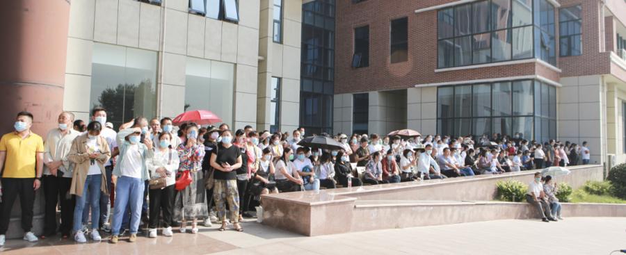 别样汇演:泰山国际学校邀请学生家长观礼军训汇报表演