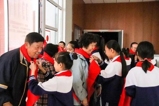 城阳区白云山学校承办青岛市教育局庆祝重阳节活动