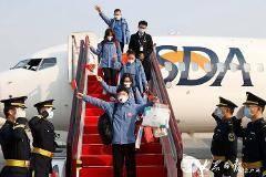 w88官方网页版省援助湖北第四批返鲁人员凯旋 刘家义到机场迎接