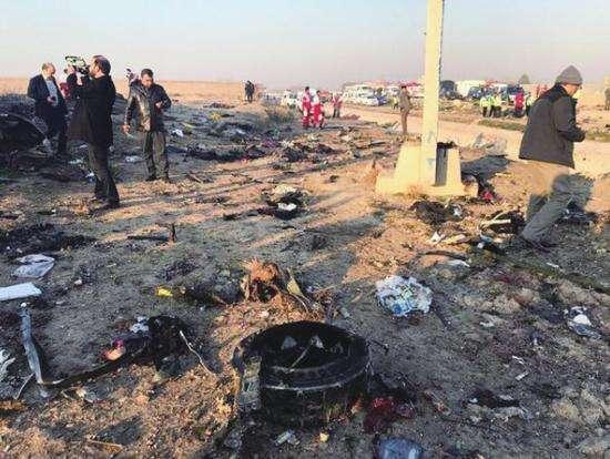 """伊朗承认因""""人为错误""""击落乌克兰客机致死176人"""